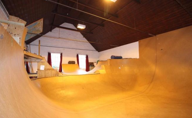 dream-house-indoor-skatepark-bowl